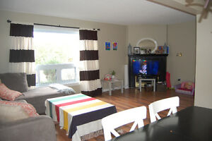 Townhouse with Garage - 3 BDR, 1.5 Bath, East London 1st Jan London Ontario image 2
