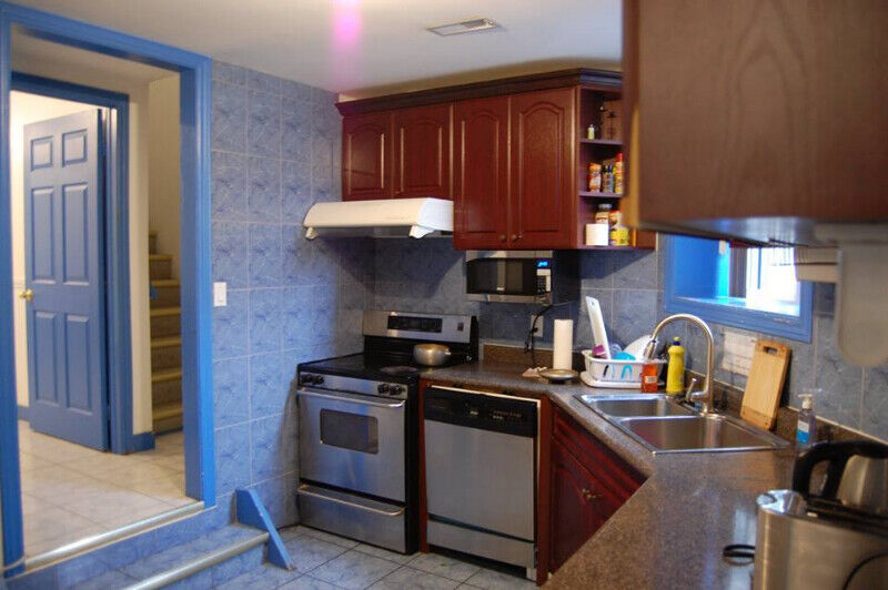 Excellent Room For Rent College Spadina 725 All Utilities Included Interior Design Ideas Oxytryabchikinfo