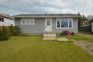 Homey 4 bed, 2 bath, 986 sq ft Bungalow on 60' Lot