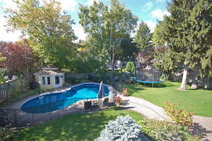 Gorgeous Beaconsfield South  - inground Pool 10 000 sqft lot