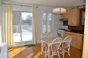 Apt meublé - 4 chambres à louer /Furnished 4-bedroom apt to rent