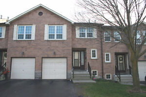 MULTI-LEVEL TOWNHOUSE FOR RENT! AVAILABLE IMMEDIATELY!