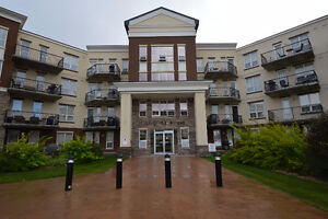 Inverness Estate at It's Best! 2 bed/2bath/in suite laundryCondo