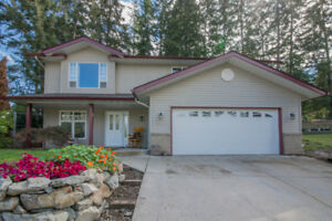 Salmon Arm - Family Home in A Fantastic Location!