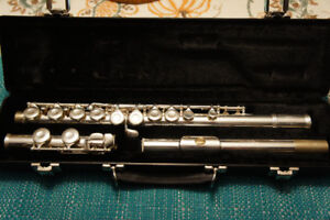 Gemeinhardt Student Flute, excellent condition, like new