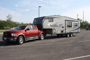ROULOTTE SELLETTE (FIFTH WHEEL) AVEC RAM 1500 2012