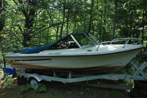 120 hp inboard/outboard OMC 4.92m 16+ foot motorboat with traile