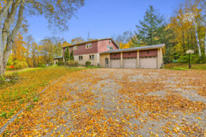 Estate Home on 4 Acres City of King York Region