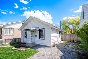 CHARMING 2 BEDROOM BUNGALOW IN REMINGTON PARK