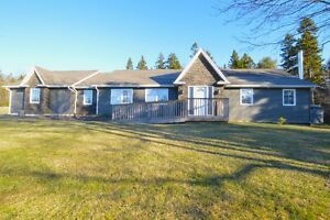 Gorgeous House in Hammonds Plains! Beautifully Renovated!