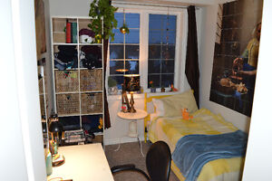 3 BDRM-2BTHRM CONDO-1077 GORDON-MAY OR SEPT-STUDENTS OR YOUNG PR