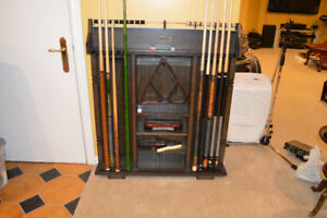 Deluxe Pool Cue Wall Rack