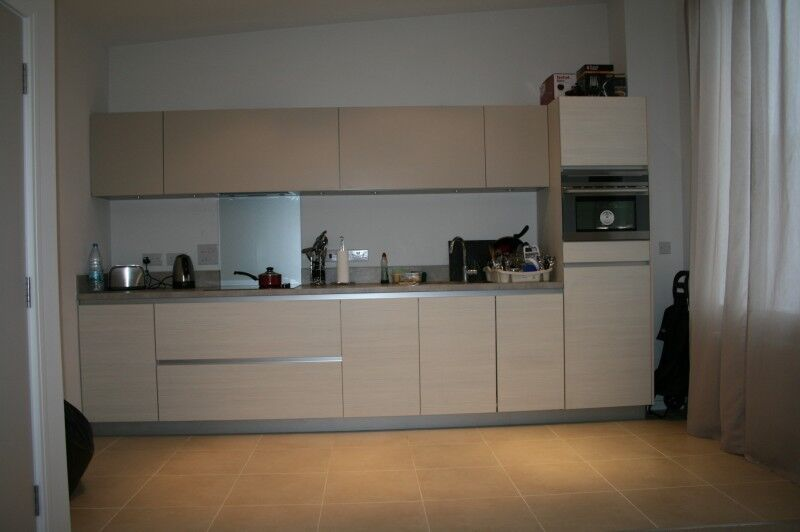 Canning Town E16. Large, Light & Luxury 1 Bed Unfurnished Flat in Modern Development with Parking