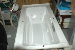 Brand new Jacuzzi 10 jet whirlpool tub with heater and drain