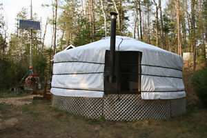 Yurt for 2 with Barrel Sauna, 30 minutes from Ottawa