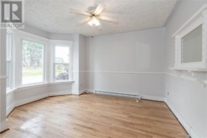 Large 3 Bedroom Apartment West - Available Oct. 1