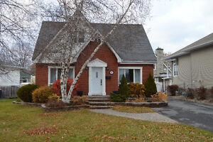 OPEN House Sun. Nov 27 1-3pm 1 1/2 Story Brick Home in Riverdale Cornwall Ontario image 1
