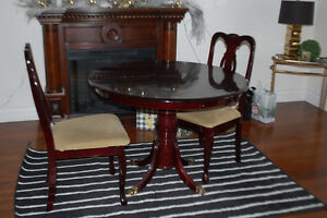 Table and 4 chairs Cambridge Kitchener Area image 1