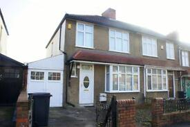 4 bedroom house in Sandling Avenue, Horfield, Bristol, BS7 0HT