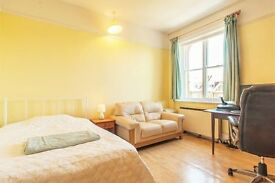 Studio flat in GLOUCESTER ROAD, TEDDINGTON