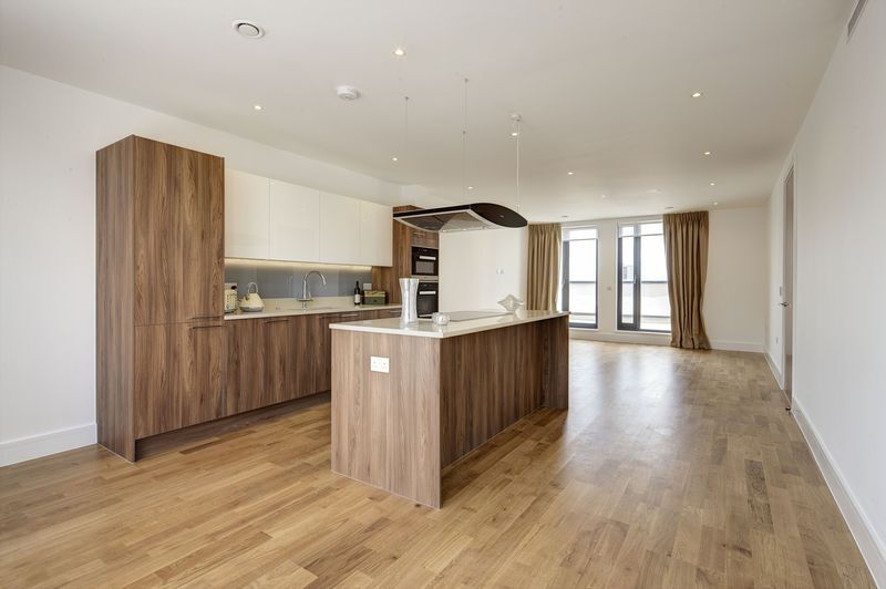 3 bedroom flat in Fairmont Mews, Childs HIll, NW2