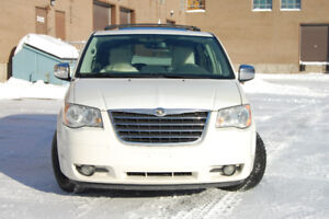 2008 Chrysler Town & Country Minivan, Van.Negotiable