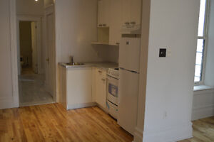 4 ½ apartment in Downtown, Metro Atwater, Available May1