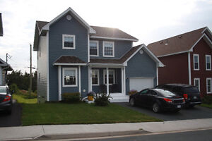 42 Chatwood Crescent Beautiful Executive 2 Storey with Garage