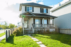 Pet friendly 4 bedroom, 3.5 bath house in leduc available now