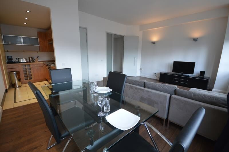 Modern Newly Refurbished 1 Double Bed Apartment With Concierge And Gym Close To Old Street and Angel