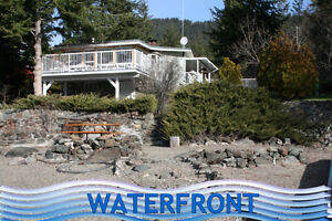 Waterfront cottage on Little Shuswap Lake!