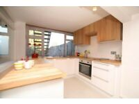 Modern 3 bedroom flat for rent Ideal for professional sharer and family available in Mid december