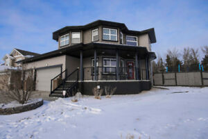 STUNNING 2-STOREY IN DEVON w/HALF ACRE LOT!
