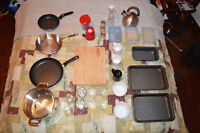 A bunch (31 pieces) of kitchen supplies for sale