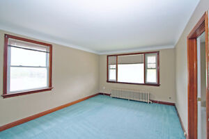 Attractive 2 Bedroom Apartment - Upper Triplex St. Catharines