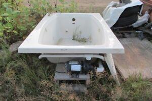 gacuzzi bath tub / bancroft