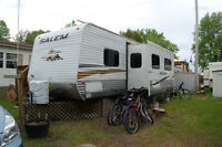Salem 29' Trailer. Sleeps 9-10.  Dishes and other items incl