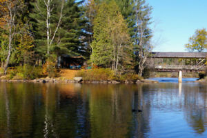 Waterfront 2 bedroom cottage this long weekend