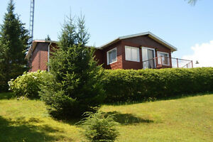 Cute 3 Bdrm Bungalow with 1.5 acre + views + Walk to Pivate Lake