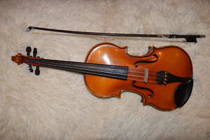 1/2 Violin with Bow and Case