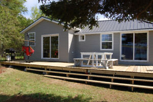 Fall Cottage Rental. Waterfront. Sleeps 7-9. Family friendly.