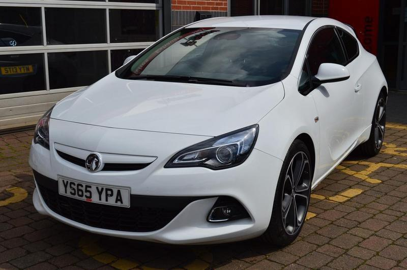 vauxhall astra gtc 1 4t 16v 140 limited edition 3 door nav leather white 2016 in swinton. Black Bedroom Furniture Sets. Home Design Ideas