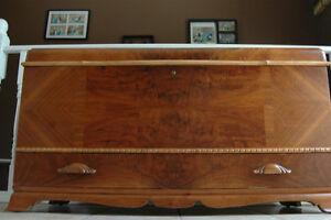"1940""s antique refinished cedar lined walnut hope chest Peterborough Peterborough Area image 7"