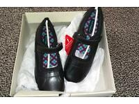 Hush puppies size 5 girls leather school shoes BNIB