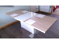 GRAB A BARGAIN !!! Modern extending dining table