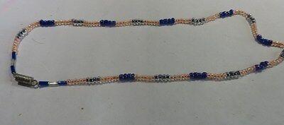 Petit collier ras du cou en perles irisées