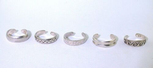 7.36 GRAMS FIVE ASSORTED PURE STERLING SILVER TOE RINGS CLOSEOUT ASJC25