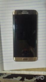 Samsung galaxy s7 edge gold 32 gb neverlocked in verry good condition no cracks