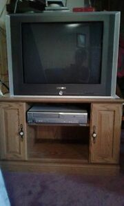 "32"" Samsung TV with Remote & TV stand"