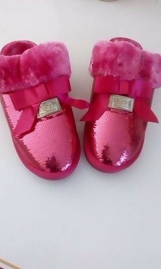 gorgeous slippers, brand new !